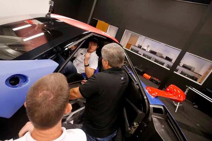 pr paration pour le mans le simulateur de course ford performance ovale bleu. Black Bedroom Furniture Sets. Home Design Ideas