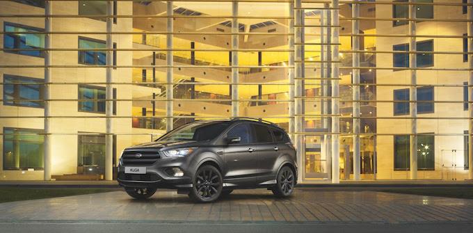 le nouveau ford kuga d voile ses tarifs et arrive avec une version st line ovale bleu. Black Bedroom Furniture Sets. Home Design Ideas