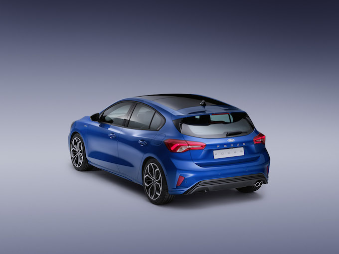 FORD_2018_FOCUS_ST-LINE_STUDIO_04