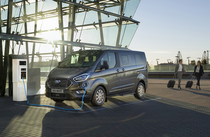 2019_FORD_TOURNEO_CUSTOM_PHEV__01